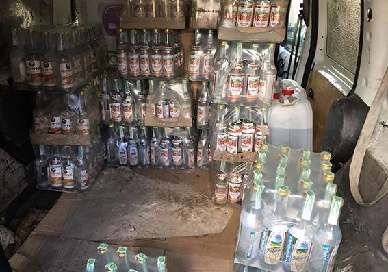 У Хмельницькій області виявлено понад 2,5 тисячі пляшок горілчаного фальсифікату, фото-2