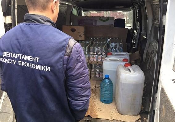 У Хмельницькій області виявлено понад 2,5 тисячі пляшок горілчаного фальсифікату, фото-3