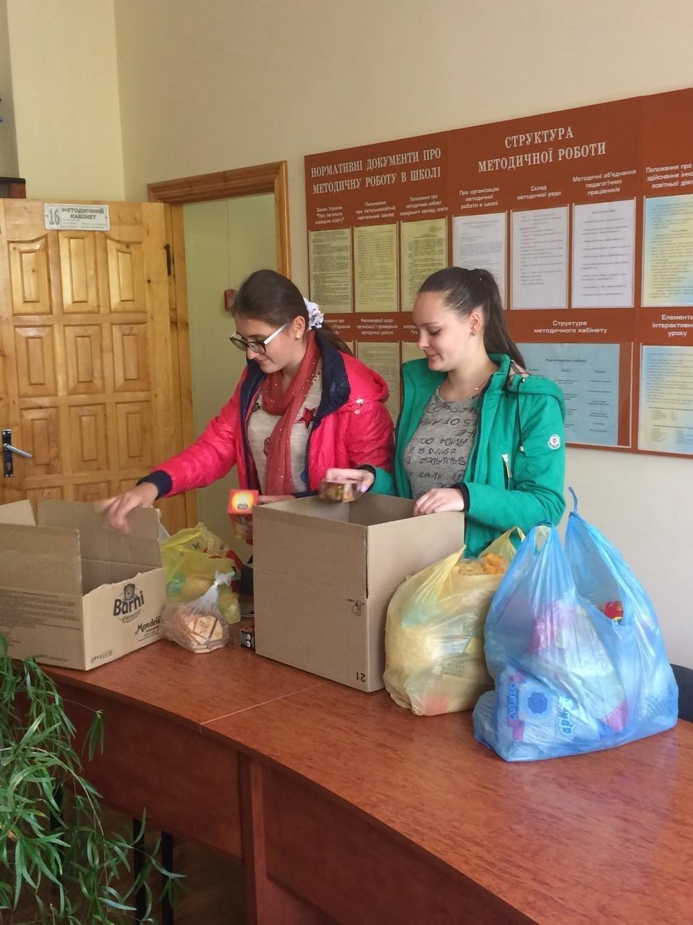 """У Кам'янці учні провели благодійну акцію """"5 картоплин"""", фото-1"""