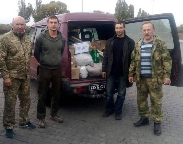 Військові на Сході отримали гостинці із Кам'янця-Подільського, фото-1