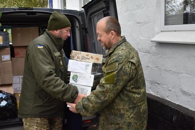 Військові на Сході отримали гостинці із Кам'янця-Подільського, фото-2