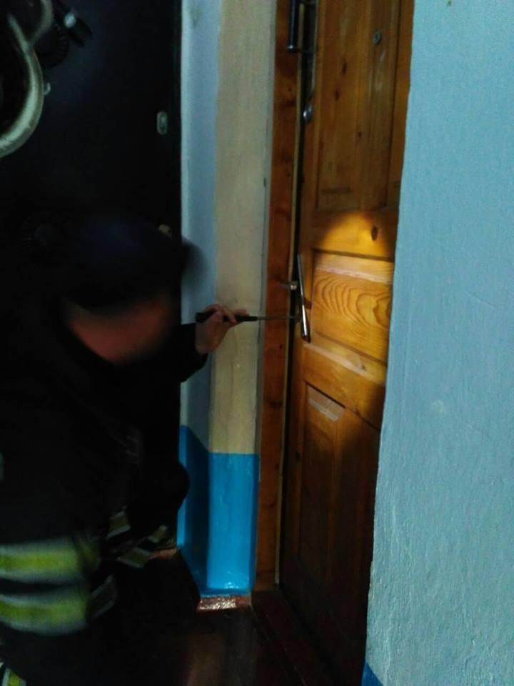 На вулиці Драгоманова визволили хвору літню жінку з власної квартири , фото-1