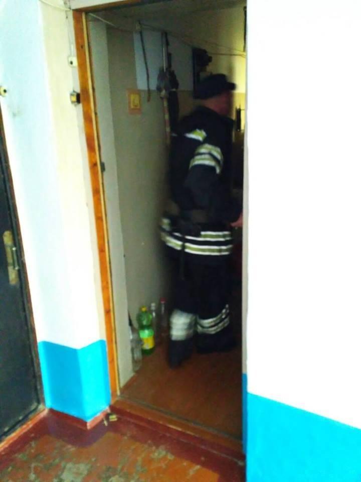 На вулиці Драгоманова визволили хвору літню жінку з власної квартири , фото-2