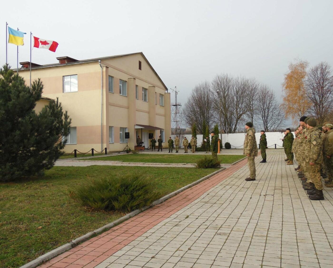 Українські та канадські військовослужбовці вшанували пам'ять загиблих під час Першої та Другої світових воєн, фото-3