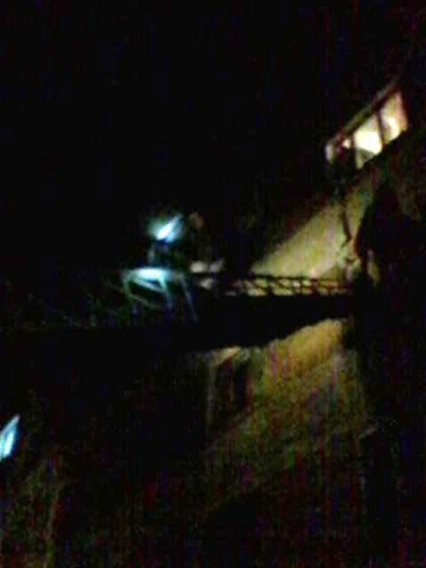 На Хмельниччині чоловік спускався з вікна на простирадлі, фото-1