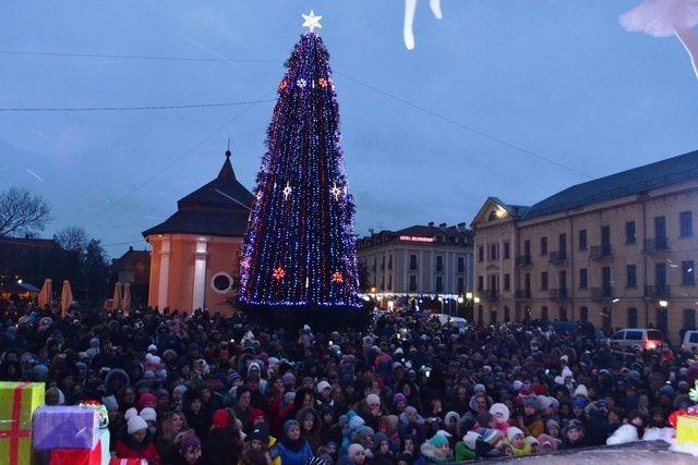 Де в Хмельницькій області найгарніша новорічна ялинка, фото-2