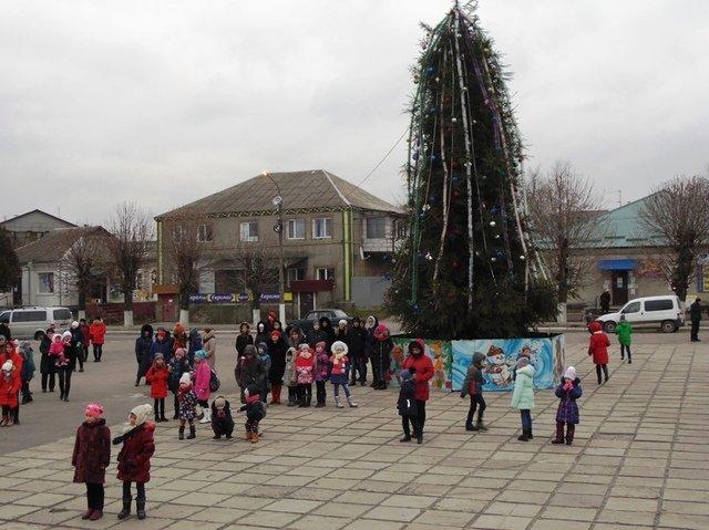 Де в Хмельницькій області найгарніша новорічна ялинка, фото-12