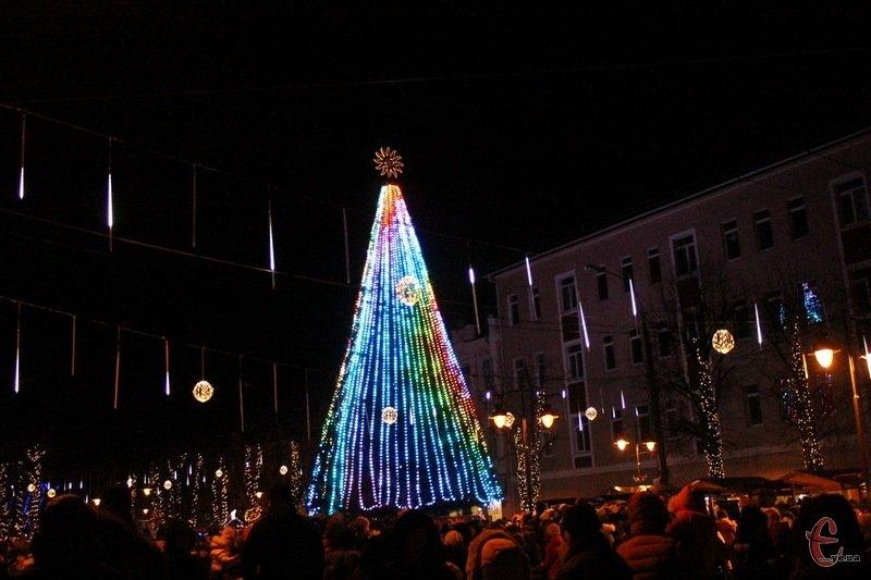 Де в Хмельницькій області найгарніша новорічна ялинка, фото-1