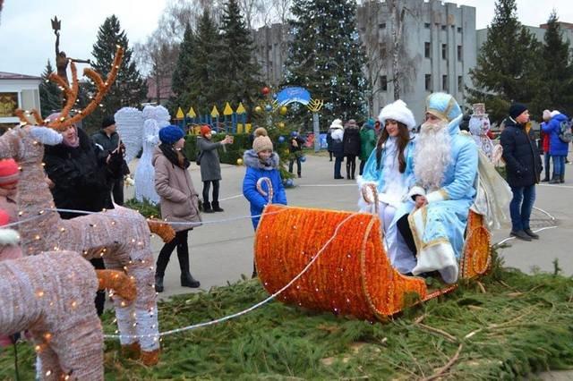 Де в Хмельницькій області найгарніша новорічна ялинка, фото-15