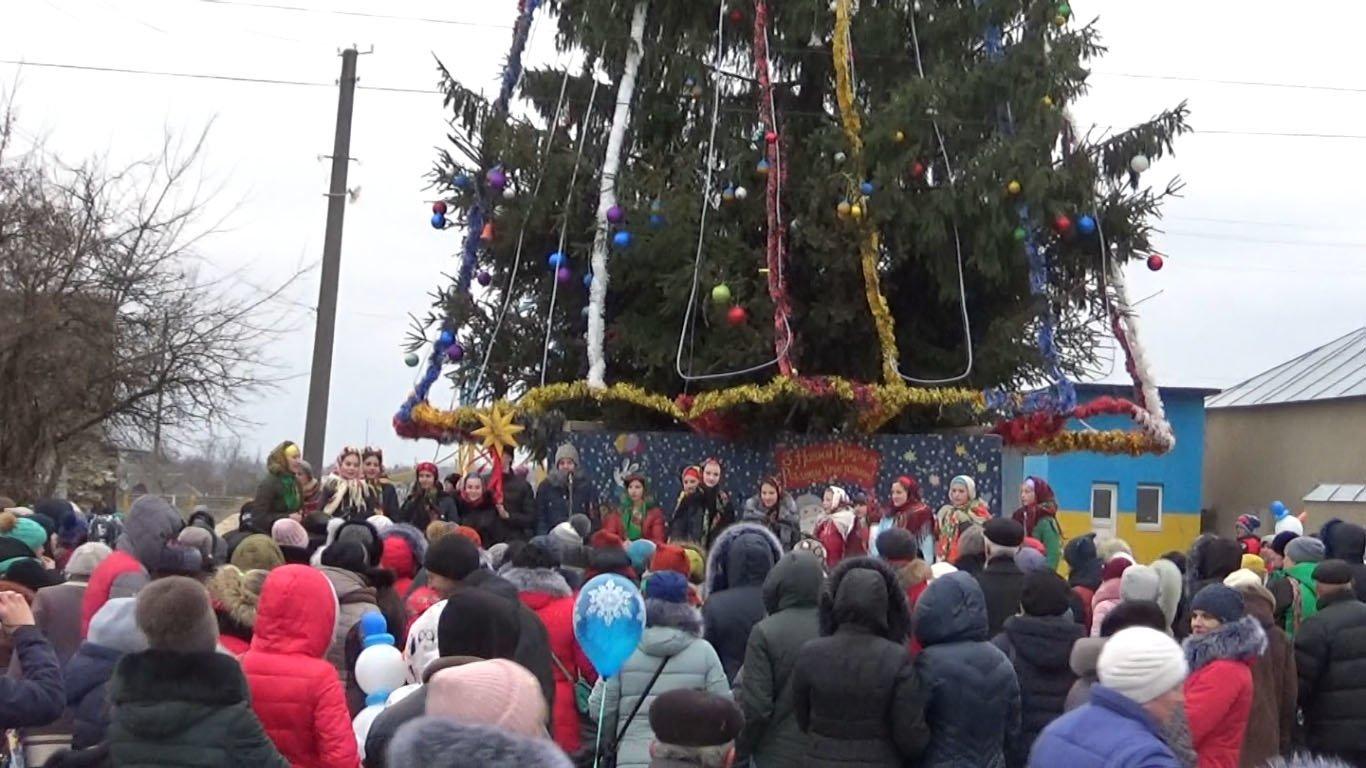 Де в Хмельницькій області найгарніша новорічна ялинка, фото-3