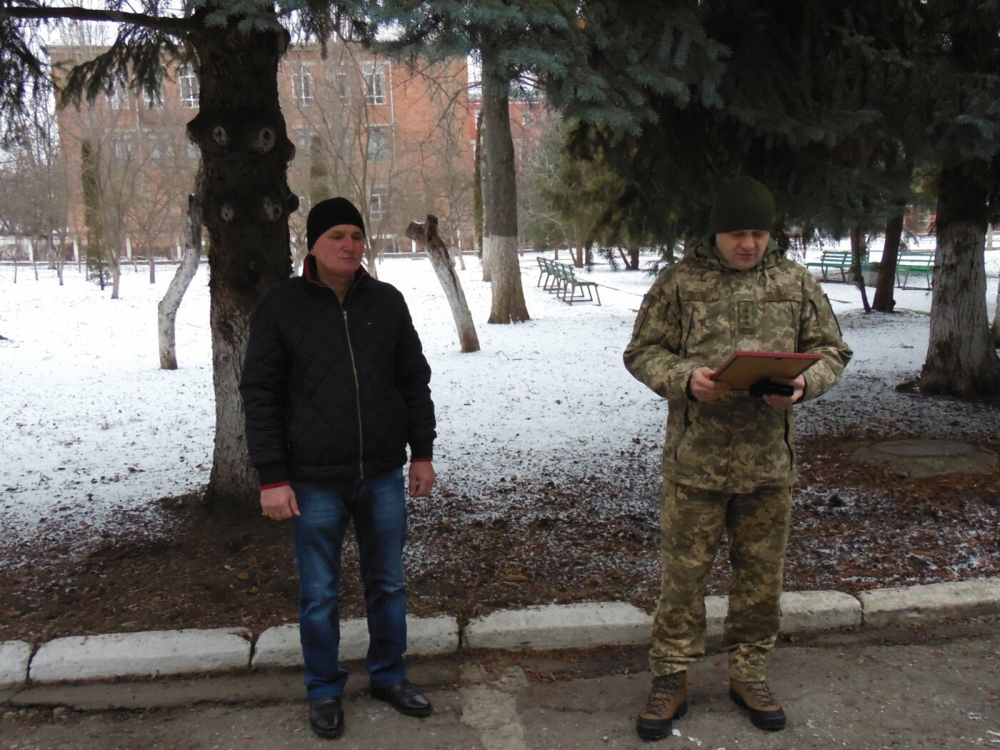 Військовослужбовці Центру розмінування розпочали новий навчальний рік із вшанування волонтерів, фото-2