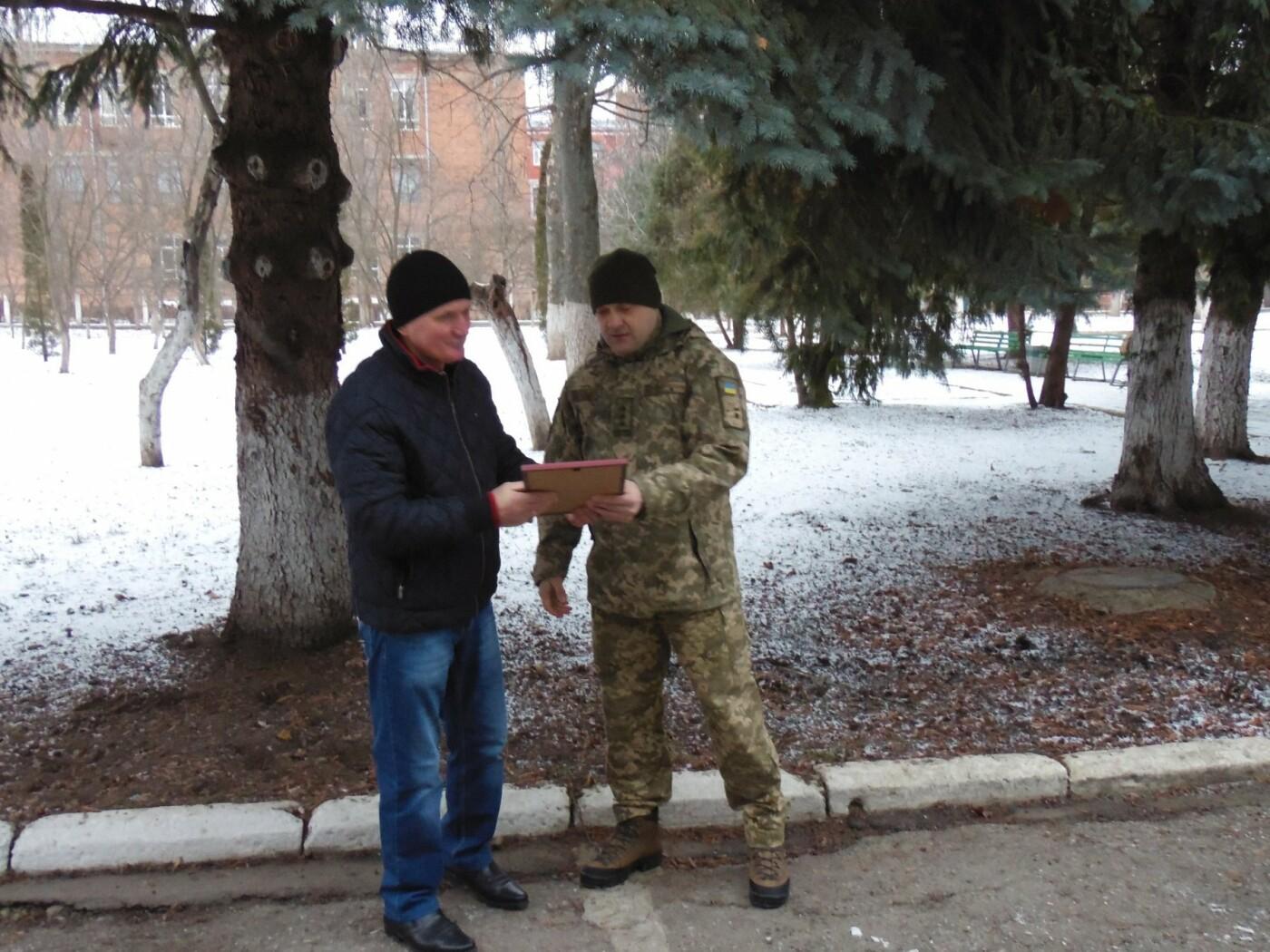 Військовослужбовці Центру розмінування розпочали новий навчальний рік із вшанування волонтерів, фото-3