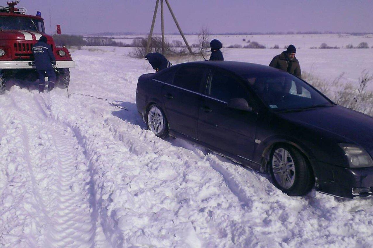 На Хмельниччині рятувальники витягли із снігових заметів 51 людину, фото-3