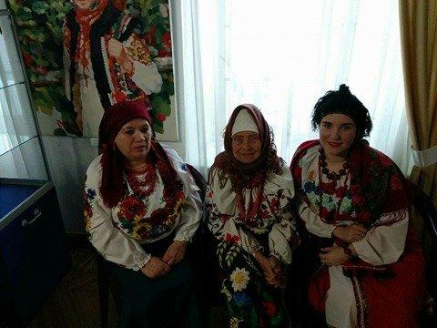 Дефіле в українських хустинах від Подільського центру ПТО , фото-1