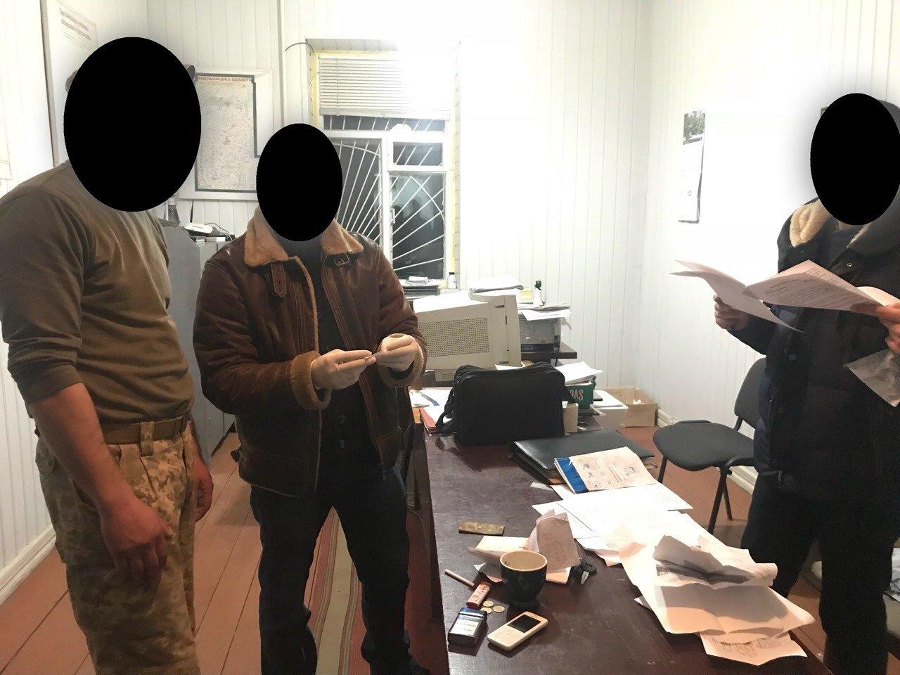На Хмельниччині офіцера військомату спіймали на хабарі, фото-1