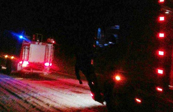 Рятувальники всю ніч звільняли автомобілі із снігових полонів (фото, відео), фото-1