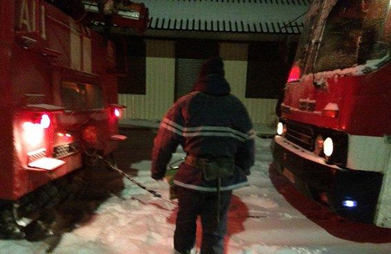 Рятувальники всю ніч звільняли автомобілі із снігових полонів (фото, відео), фото-2