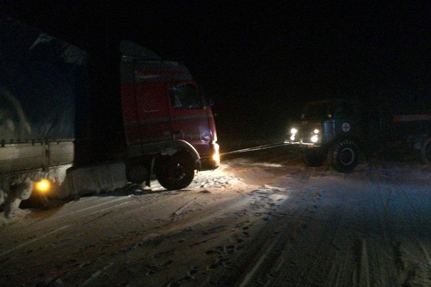 На Хмельниччині за минулу добу зі снігових заметів звільнено 10 людей, фото-1