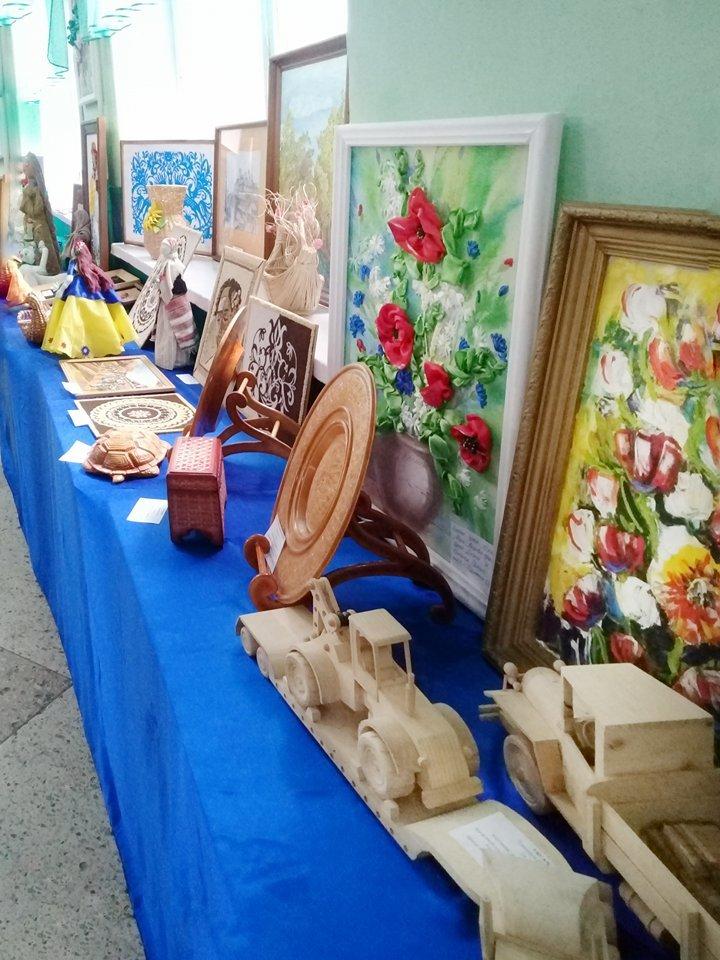 """Виставка """"Ми діти - України квіти"""" презентувала найкращі учнівські та студентські роботи, фото-3"""