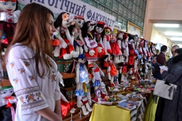 """Виставка """"Ми діти - України квіти"""" презентувала найкращі учнівські та студентські роботи, фото-1"""