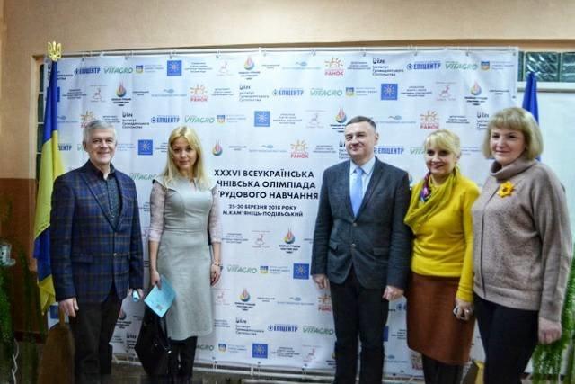 """Виставка """"Ми діти - України квіти"""" презентувала найкращі учнівські та студентські роботи, фото-2"""
