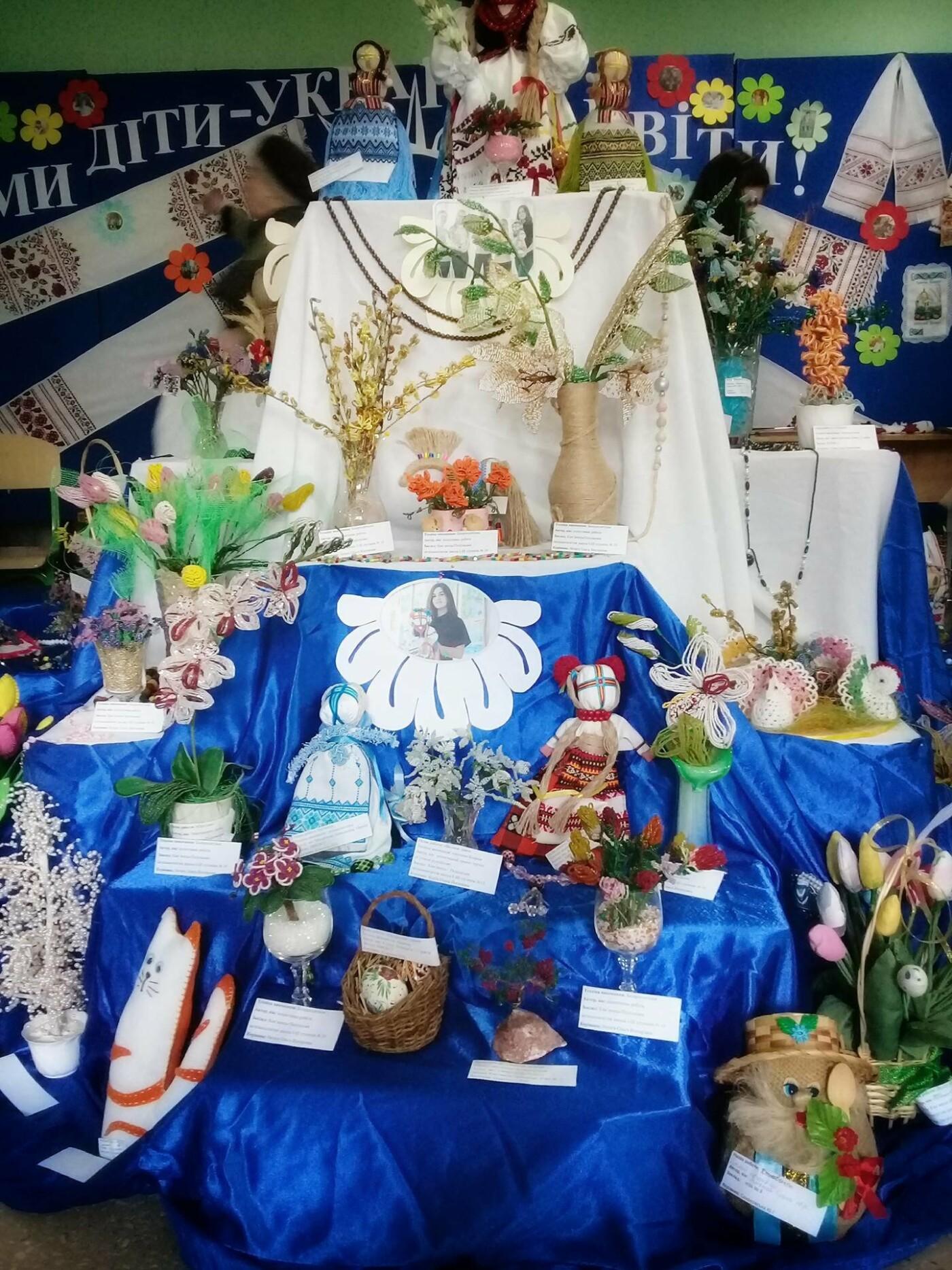 """Виставка """"Ми діти - України квіти"""" презентувала найкращі учнівські та студентські роботи, фото-8"""