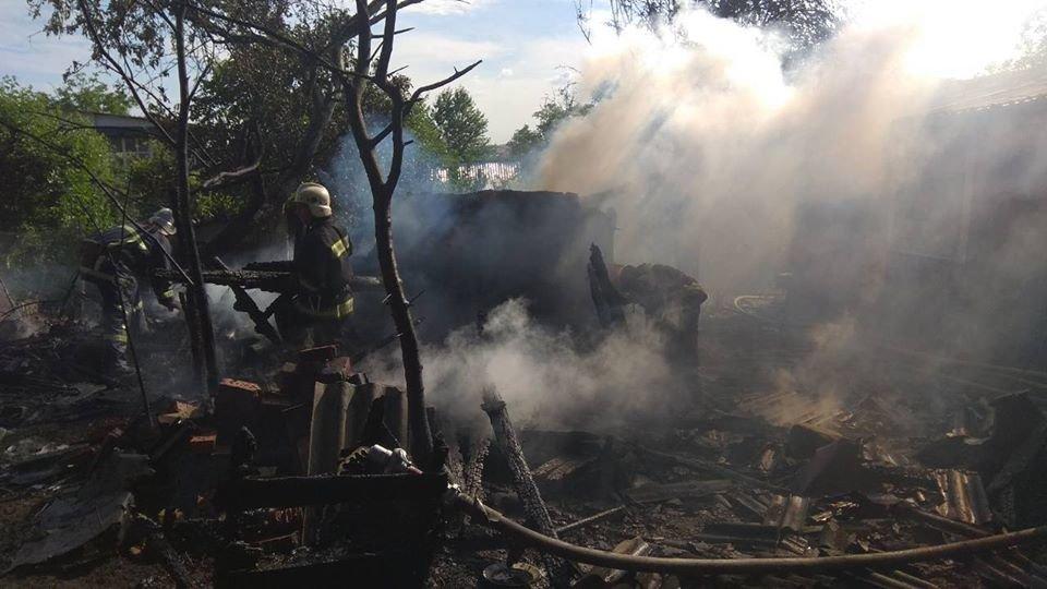 Необережне поводження з вогнем спричинило пожежу у Кам'янці-Подільському, фото-1