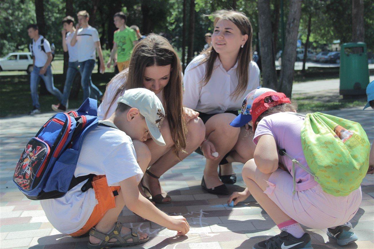 Як студенти Податкового коледжу дітям радість дарували, фото-1