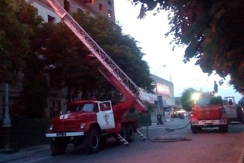 """Рятувальники прокоментували ймовірні причини пожежі в """"Україні"""", фото-2"""