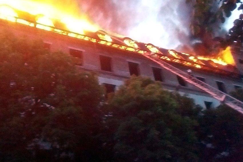 """Рятувальники прокоментували ймовірні причини пожежі в """"Україні"""", фото-3"""