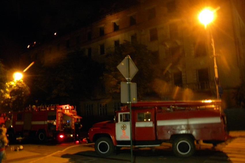 """Рятувальники прокоментували ймовірні причини пожежі в """"Україні"""", фото-1"""