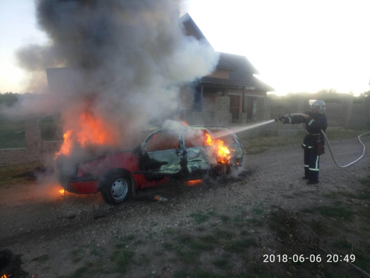 У Кам'янець-Подільському районі з невідомих причин загорівся автомобіль, фото-4