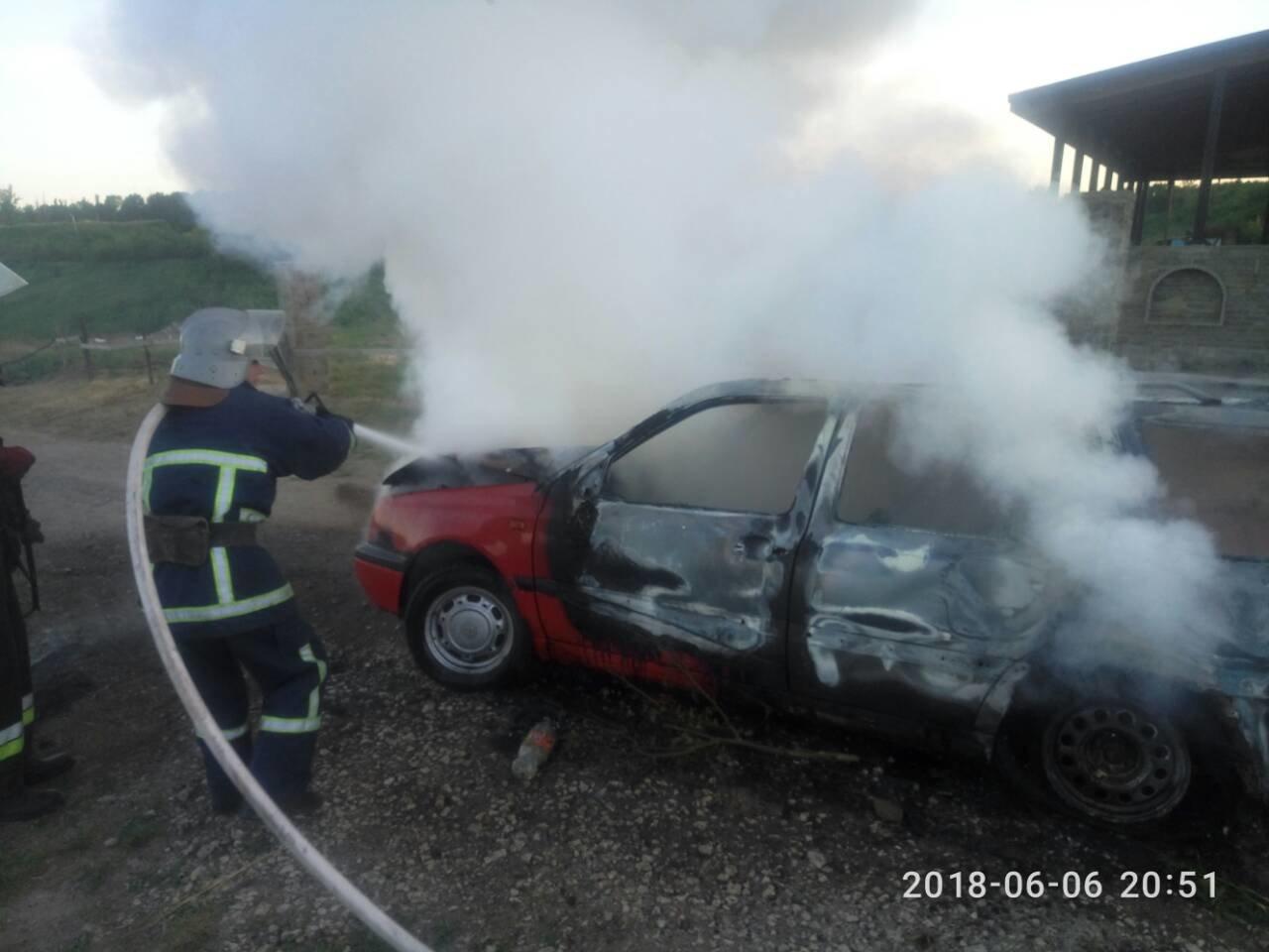 У Кам'янець-Подільському районі з невідомих причин загорівся автомобіль, фото-2