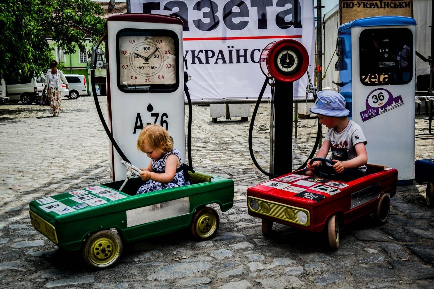 """Мандрівка в минуле: у Кам'янці пройшов фестиваль стилю """"РетроФест"""", фото-11"""