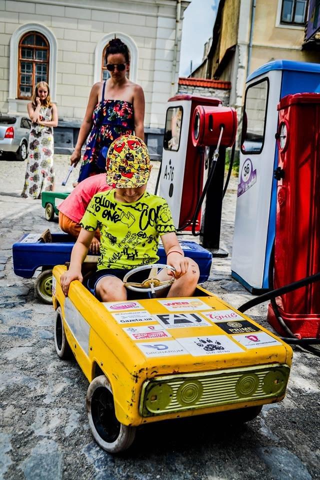 """Мандрівка в минуле: у Кам'янці пройшов фестиваль стилю """"РетроФест"""", фото-4"""