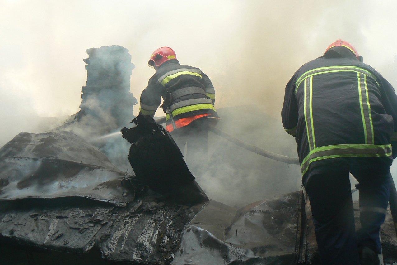 Блискавка та необережне поводження з вогнем спричили ряд пожеж на Хмельниччині, фото-1