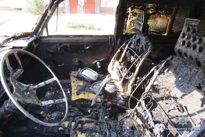 Кам'янецькі поліцейські затримали чоловіка, який грабував і підпалював автівки, фото-1