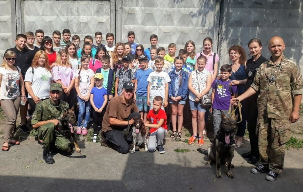 Кам'янецькі школярі завітали на екскурсію до кінологічного центру, фото-3