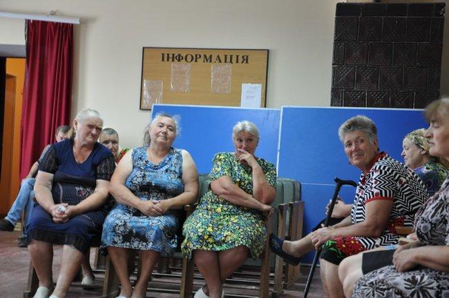 """Мешканці села Тарасівка скаржаться на місцеву агрофірму, яка """"використовує"""" гербіциди для обробки полів, фото-1"""