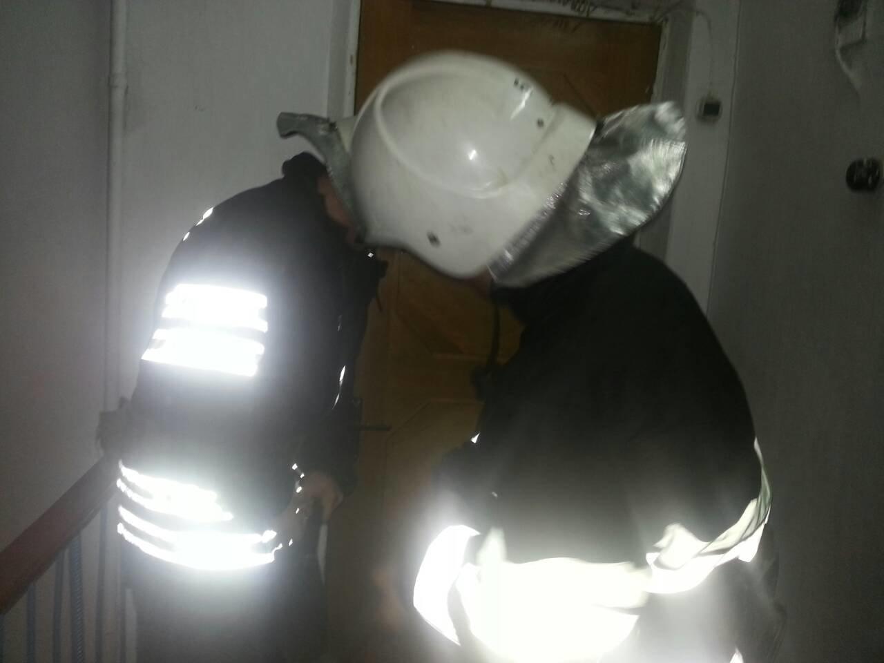 Рятувальники визволили із власної квартири літню жінку , фото-1