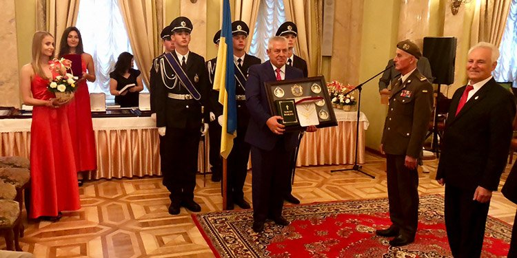"""Ректора ПДАТУ удостоїли звання """"Людини, яка зробила світ кращим"""" та нагородили """"Орденом честі"""", фото-1"""
