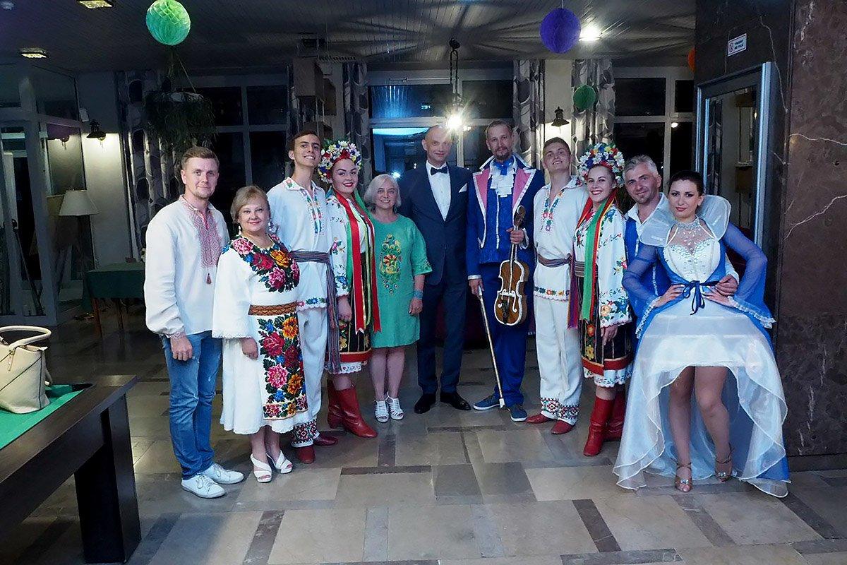 Делегація ПДАТУ прибула в Польщу у вишиванках та з концертною програмою, фото-1
