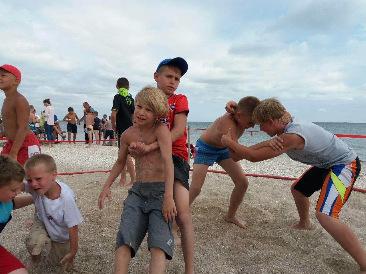 Кам'янчани стали призерами Всеукрїнського турніру з пляжної боротьби, фото-1