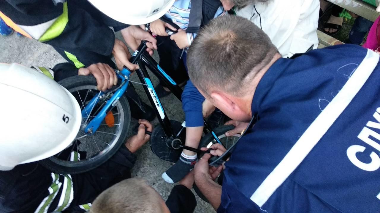 "Рятувальники визволили хлопчика з ""лап"" велосипеда, фото-1"