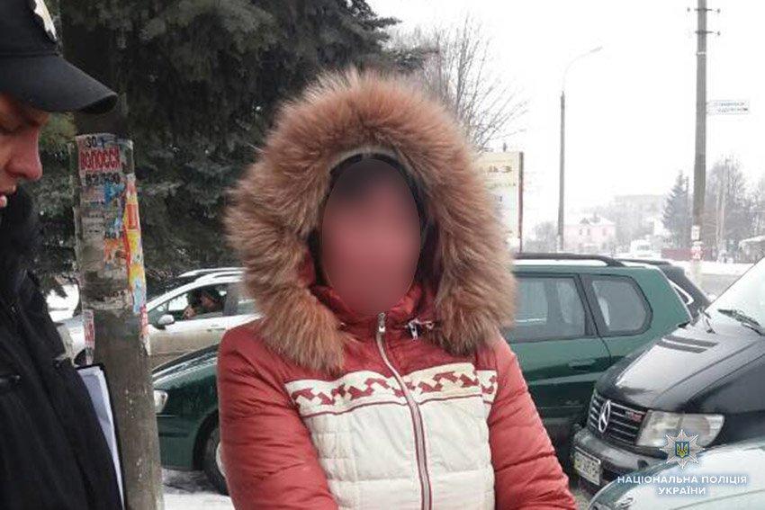 На Хмельниччині затримали жінку, яка продавала свого 4-річного сина для жебракуваня, фото-1