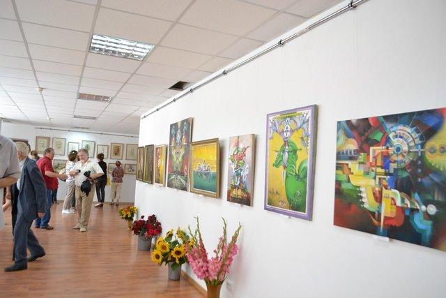 Від графіки до живопису: у виставковій залі відбулась виставка картин відомого архітектора, фото-3