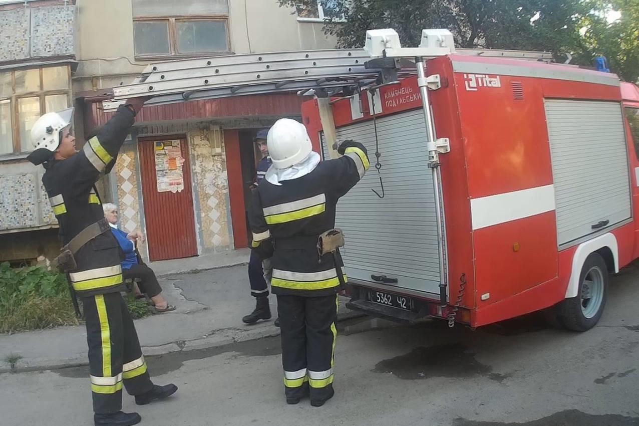 Кам'янецькі рятувальники визволили 4-річного малюка із зачиненої квартири, фото-2