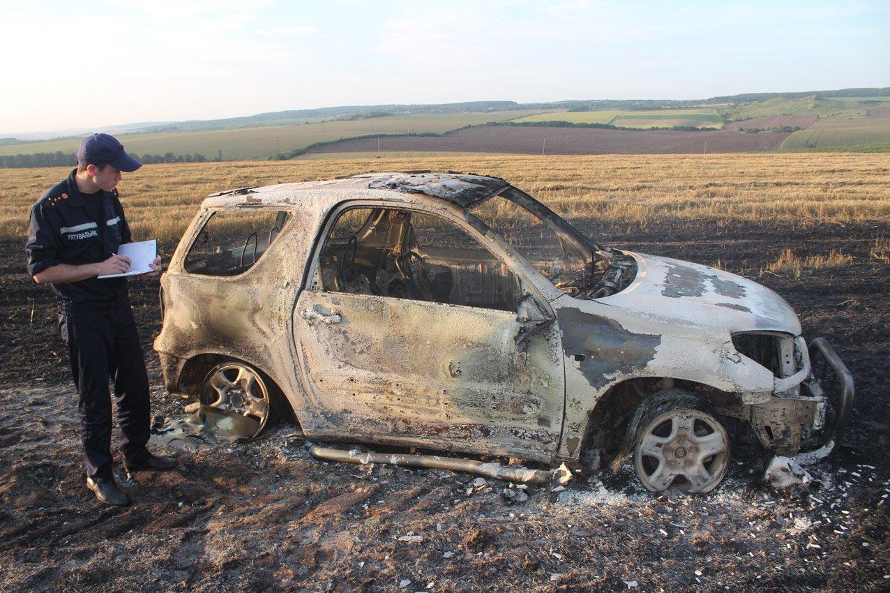 На Кам'янеччині біля хлібного поля загорівся автомобіль, фото-2