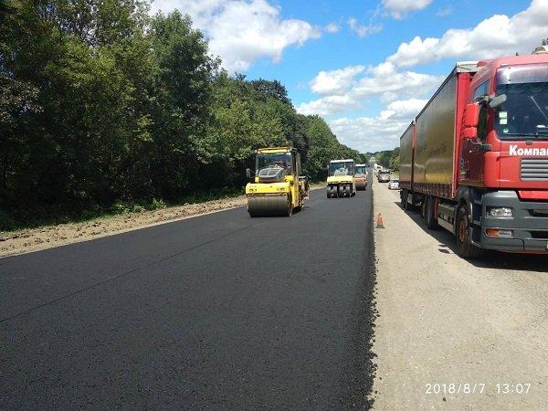 Заступник міністра інфраструктури задоволений темпами виконання ремонтних робіт на дорогах Хмельниччини, фото-1