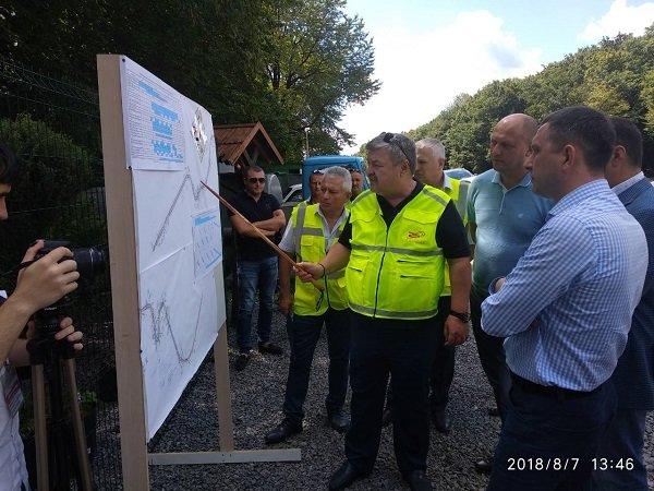 Заступник міністра інфраструктури задоволений темпами виконання ремонтних робіт на дорогах Хмельниччини, фото-2